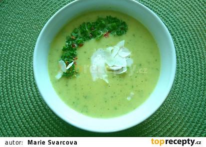 Cuketová polévka s bramborem a kokosovým mlékem