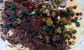 Tvarohová buchta s čokoládou a kandovaným ovocem