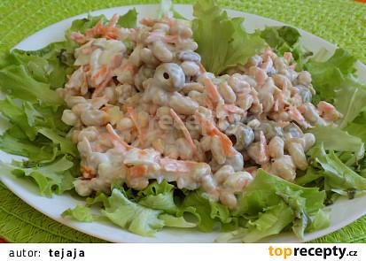 Sójový salát s olivami