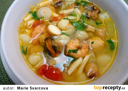 Polévka s mořskými plody a těstovinami