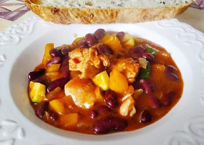 Pikantní kuřecí maso s fazolemi