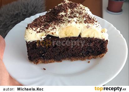 Čokoládový koláč s banánem a krémem