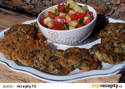 Žampionové placky a zeleninový salát s medvědím česnekem
