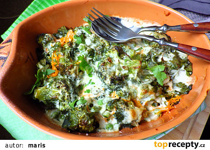 Brokolice s hráškem a karotku v bešamelu