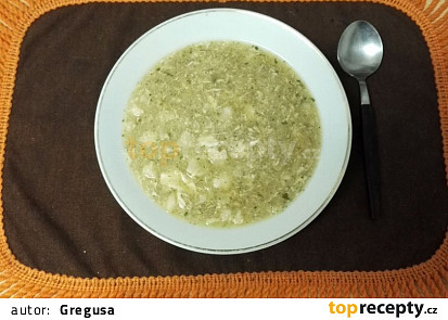 Květáková polévka s krupicí a vejcem