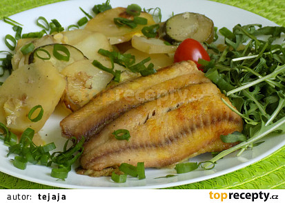 Rybí filety s bramborami a cuketou