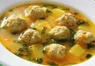 Česneková polévka s knedlíčky z mletého masa