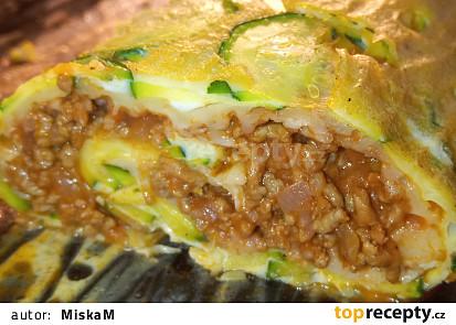 Vaječná cuketová roláda plněná mletým masem a sýrem
