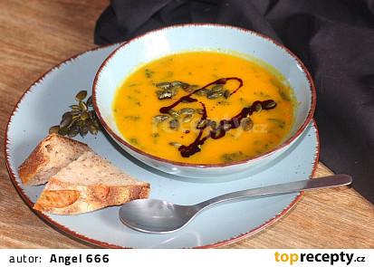 Polévka z pečené dýně s červenou čočkou a kadeřávkem