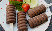 Jahodovo - banánové nanuky v čokoládě