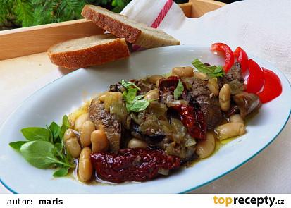 Kuřecí játra s bílými fazolemi, sušenými rajčaty a oreganem