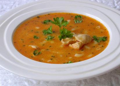 Kuřecí polévka s paprikou