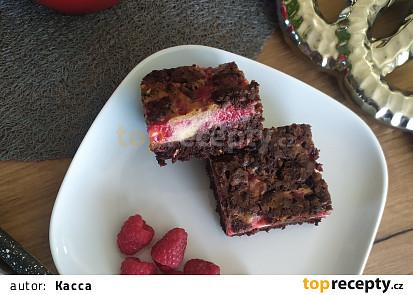 Malinové brownies s mascarpone