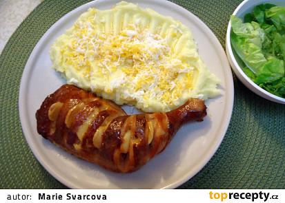 Uzená kuřecí stehna pečená s česnekem