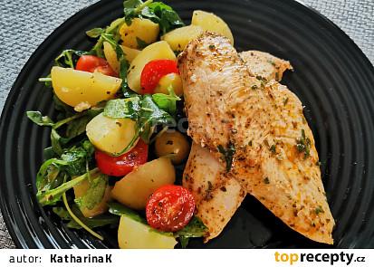 Bylinková kuřecí prsa s teplým bramborovým salátem