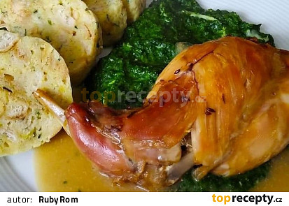 Domácí králík na česneku s uzeným bůčkem